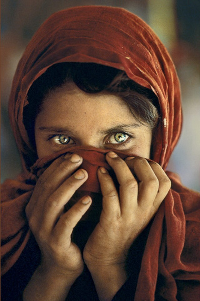 http://marciokenobi.files.wordpress.com/2012/01/afghan-girl-1xxx.jpg