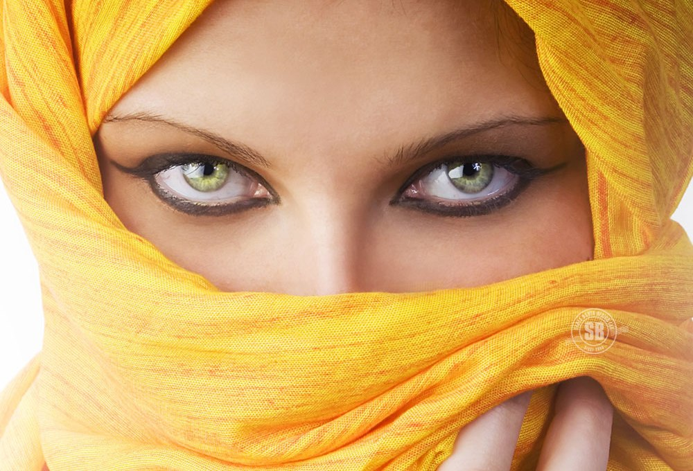 What lies beyond these eyes? | All That I Love Arabian Women Eyes