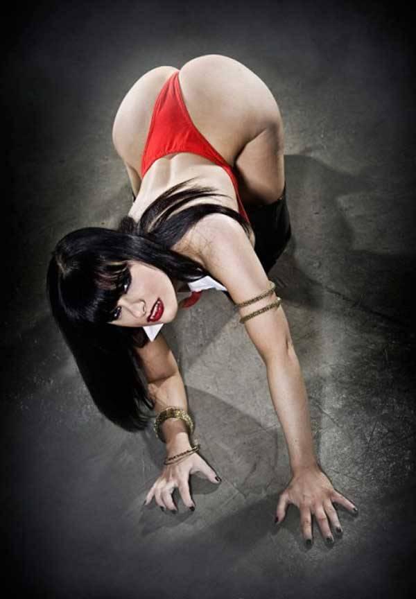 vampirella-cosplay-2