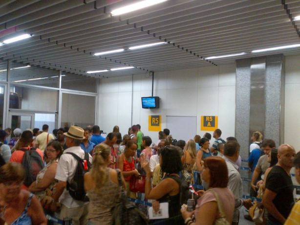 tom-jobim-airport-2