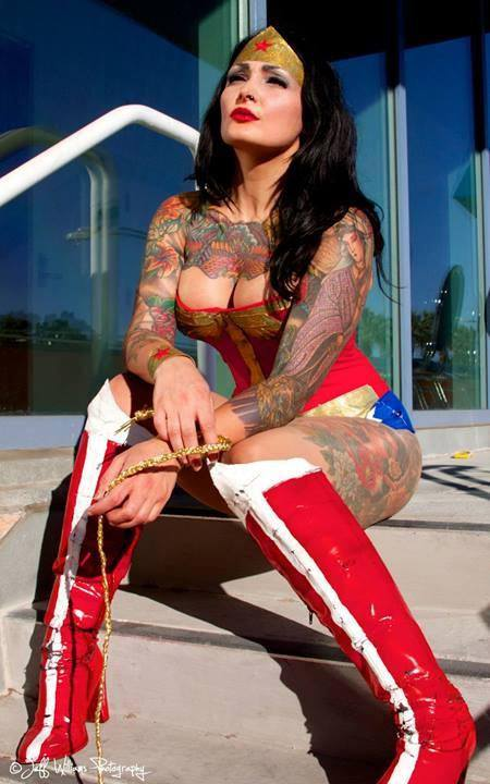 wonder-woman-sexy-cosplay-1