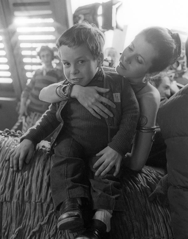 carrie-fisher-warwick-davis